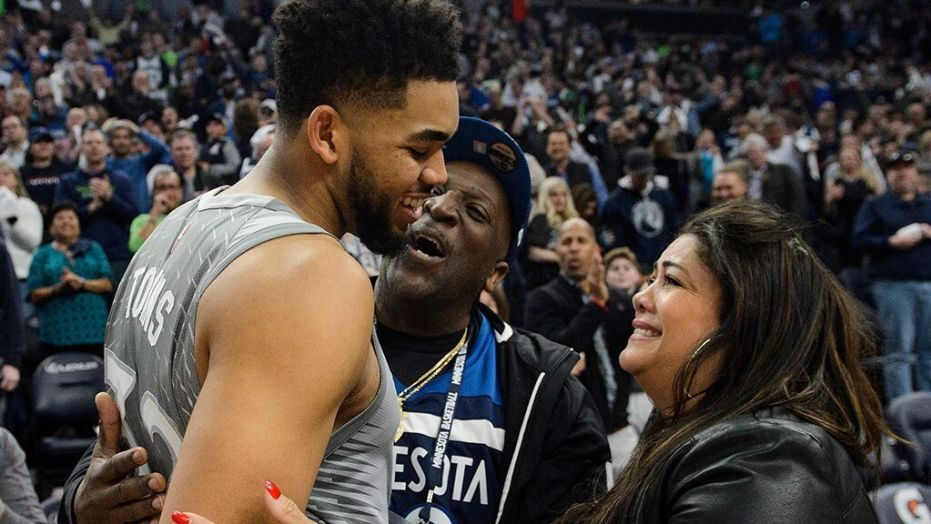 Karl-Anthony-Towns-and-parents